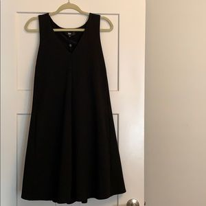 Black ABS pleated trapeze dress with pockets